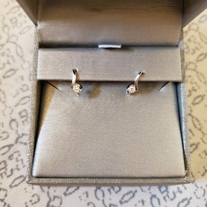 Diamond earrings 1/8 carat tw